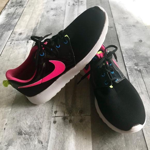 7952f6d916bd9 💕Nike Roshe One GS sneakers 💕. M 5b79e3085fef37760ae25eef